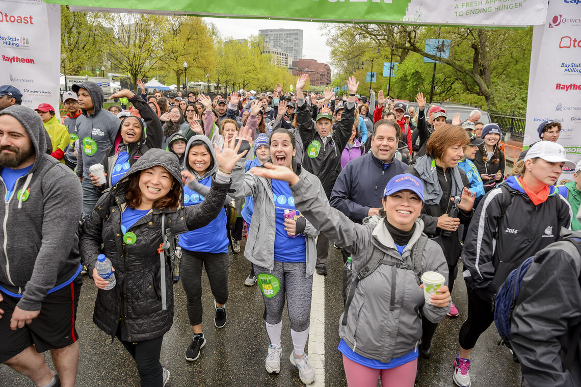 2019 Walk for Hunger, large crowd at starting line